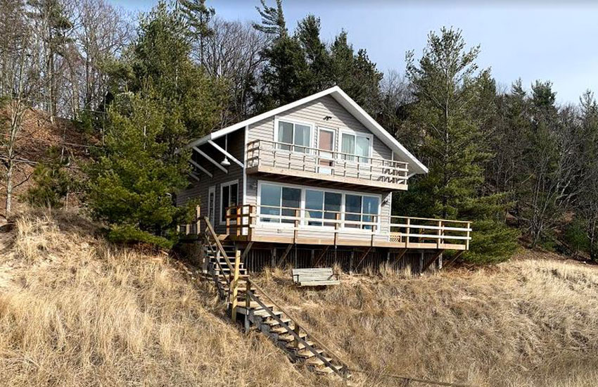 beachfront cottage on lake michigan near pentwater